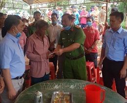 Hỗ trợ, động viên gia đình hai nạn nhân bị nước cuốn trôi tại Bình Phước