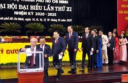 Bế mạc Đại hội Đảng bộ TP Hồ Chí Minh, các đại biểu quyên góp ủng hộ đồng bào miền Trung