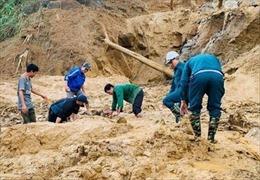Thêm một vụ sạt lở núi vùi lấp 11 người tại Quảng Nam
