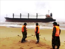 Quảng Bình: Tàu hàng 26.000 tấn gặp nạn khi đang tránh trú bão