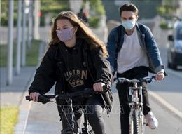 Vận chuyển mẫu xét nghiệm virus SARS-CoV-2 bằng xe đạp