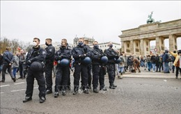 Hàng nghìn người biểu tình tại Berlin phản đối quy định phòng, chống dịch COVID-19