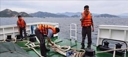 Chủ động sử dụng đồ bảo hộ, phao cứu sinh khi vươn khơi bám biển