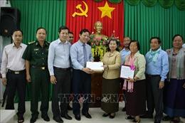 Phó Thủ tướng Campuchia trao quà hỗ trợ miền Trung khắc phục hậu quả thiên tai
