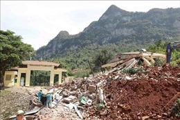 Thăm, động viên cán bộ, chiến sĩ và nhân dân Quảng Bình bị thiệt hại do mưa lũ