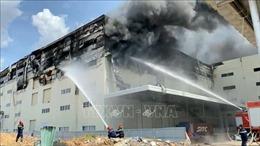 Cháy lớn tại công ty sản xuất bàn ghế sofa trong KCN Sóng Thần 3