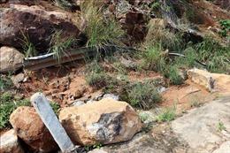 Mưa lớn làm sạt trượt núi, nhiều nhà bị sập ở Đắk Lắk