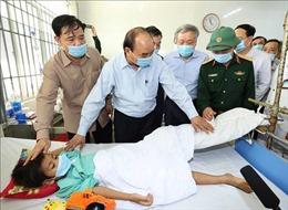 Thủ tướng Nguyễn Xuân Phúc thị sát tình hình khắc phục hậu quả bão số 9