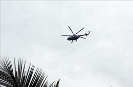 Máy bay trực thăng đã thả được lương thực, thực phẩm tiếp tế vào xã Phước Lộc