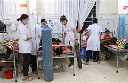 Trên 100 người nhập viện do có dấu hiệu ngộ độc thực phẩm