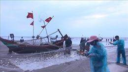 Hải quân Việt Nam làm điểm tựa cho ngư dân vươn khơi, bám biển