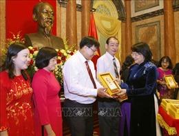 Phó Chủ tịch nước gặp mặt Đoàn đại biểu điển hình tiên tiến tỉnh Vĩnh Long