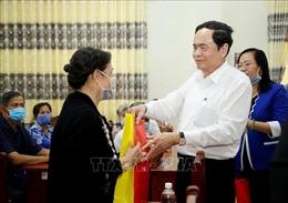 Chủ tịch Ủy ban Trung ương MTTQ Việt Nam thăm, tặng quà gia đình chính sách tại Cần Thơ