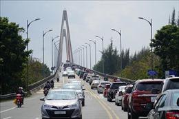 Liên tục xả trạm thu phí giảm ùn tắc giao thông khu vực cầu Rạch Miễu