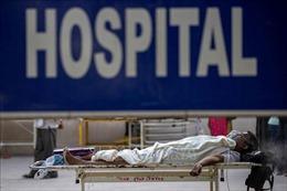 WHO lo ngại tình trạng người dân Ấn Độ đổ xô tới bệnh viện