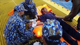 Kịp thời cấp cứu ngư dân bị tai nạn lao động trên biển