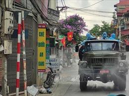 Bộ Tư lệnh Thủ đô Hà Nội tiến hành phun khử khuẩn xã Tô Hiệu, huyện Thường Tín