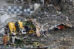 Hàn Quốc: Nhà cao tầng đổ sập xuống xe buýt, ít nhất 9 người tử vong