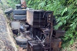 Lật xe tải trên đèo Bảo Lộc làm 2 người tử vong