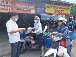 Ninh Thuận: Phát phiếu đi chợ cho người dân để phòng, chống dịch COVID-19
