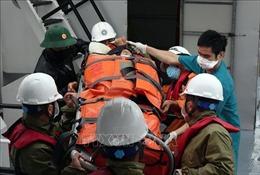 Vượt bão số 7, cấp cứu kịp thời bệnh nhân nguy kịch trên đảo Cù Lao Chàm