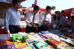 Hội sách Hà Nội bắt kịp xu hướng đọc sách trên thiết bị công nghệ