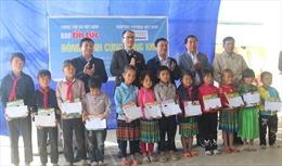 Trao học bổng, máy lọc nước, sách cho học sinh vùng khó khăn ở Lai Châu