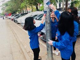 Thanh niên Hà Nội ra quân bảo vệ môi trường, hạn chế dùng túi ni lông