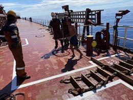 Cứu hộ một ngư dân Việt Nam bị trôi dạt trên biển
