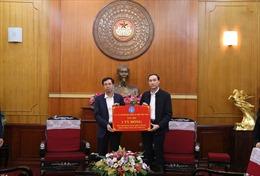 BHXH Việt Namtặng 2.500 thẻ BHYT cho đồng bào lũ lụt miền Trung
