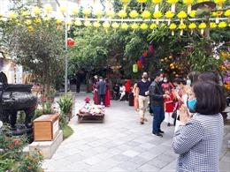 Hướng dẫn người dân phòng chống dịch COVID-19 khi đi lễ đền chùa tại Hà Nội
