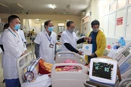 BHXH Việt Nam tặng quà cho bệnh nhân có hoàn cảnh khó khăn