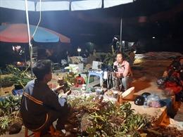 Bất ngờ xem bán lan rừng trực tuyến tại chợ đêm vùng cao
