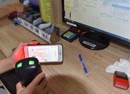 Người dân dùng hình ảnh thẻ BHYT trên app VssID thay thẻ giấy khi đi khám chữa bệnh