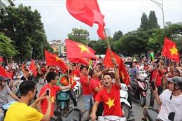 Cổ động viên tràn ra đường trước trận đấu Olympic Việt Nam và Olympic Hàn Quốc