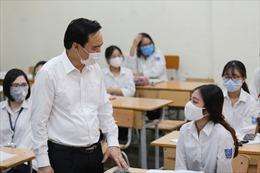 Bộ trưởng Bộ Giáo dục và Đào tạo: Toàn ngành vẫn cần rất cảnh giác với dịch COVID-19