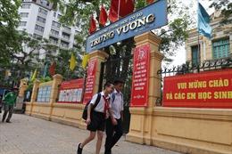 Tái diễn vụ kẻ xấu rình rập trước cổng trường để dụ dỗ học sinh Hà Nội