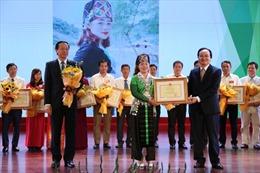 Cô giáo người Mông mang mùa xuân về bản