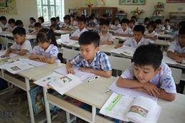 Phụ huynh như 'đánh trận' với con học môn Tiếng Việt lớp 1