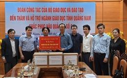 Bộ Giáo dục và Đào tạo trao tặng gần 10 tỷ đồng cho ngành giáo dục 4 tỉnh miền Trung