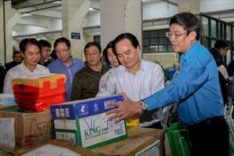 Hơn 22.000 bộ sách giáo khoa, cuốn vở viết được gửi về miền Trung