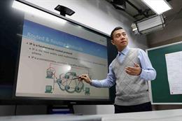 Trường đại học dạy online, tính phương án bảo vệ tốt nghiệp trực tuyến
