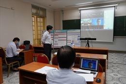 Ứng phó dịch COVID-19, sinh viên 'làm quen' với báo cáo khoa học, bảo vệ khoá luận trực tuyến