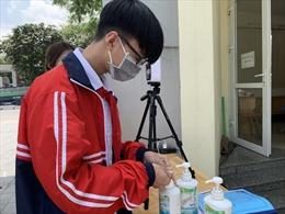 Hà Nội tạm dừng việc cho học sinh đến trường; chuyển học online từ 4/5