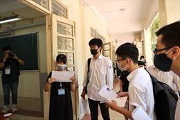 Chiều 6/7, thí sinh làm thủ tục dự thi tốt nghiệp THPT
