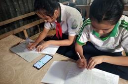 Thêm 3.300 học sinh khó khăn được hỗ trợ máy tính, thiết bị học online