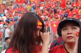 Không trách cứ các cầu thủ Olympic Việt Nam, nhưng nước mắt CĐV đã rơi đầy tiếc nuối
