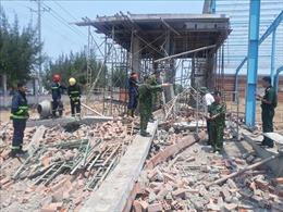 Tường công trình bất ngờ đổ sập, 5 người tử vong
