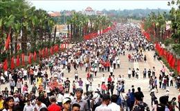 Trên 7 triệu lượt khách thập phương trảy hội Đền Hùng 2019