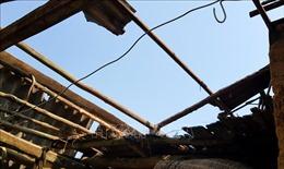 Hỗ trợ các hộ dân bị sập nhà, tốc mái do dông lốc tại Đồng Tháp